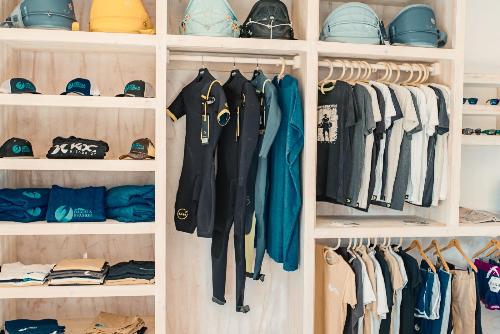 dans la boutique Dakhla Evasion sont disponible casquettes, ponchos, t-shirt, board short