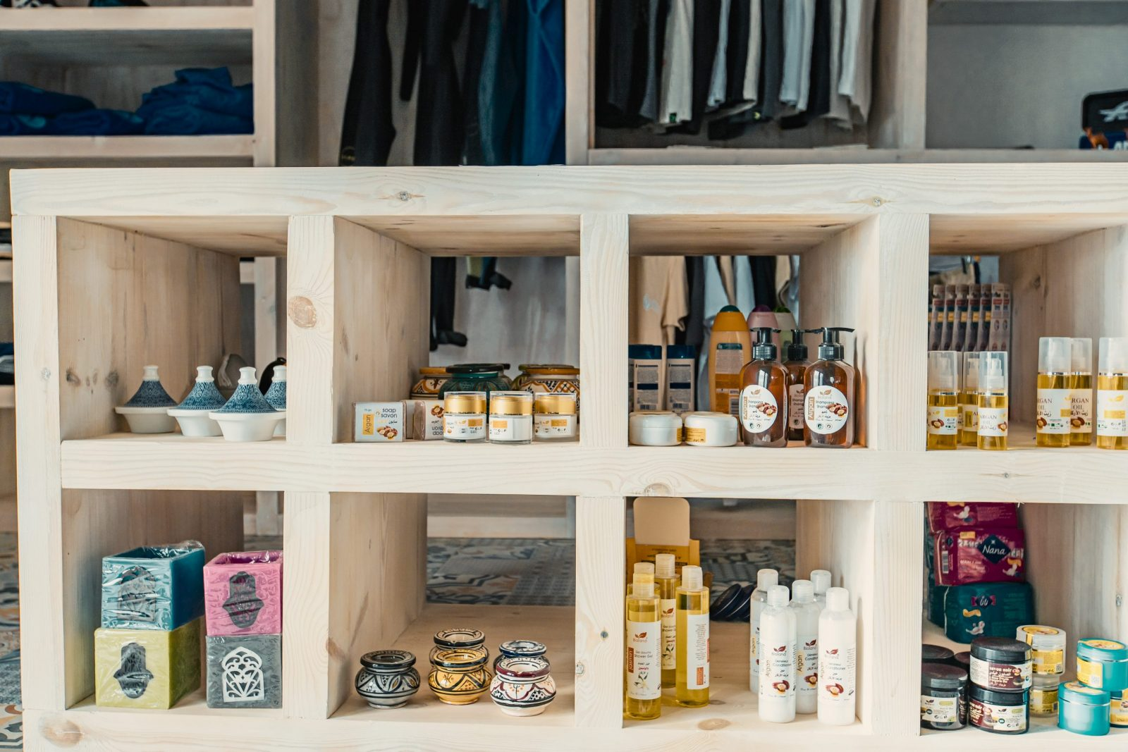Dans la boutique Dakhla Evasion vous trouverez des produits à l'huile d'argent et des souvenirs marocains