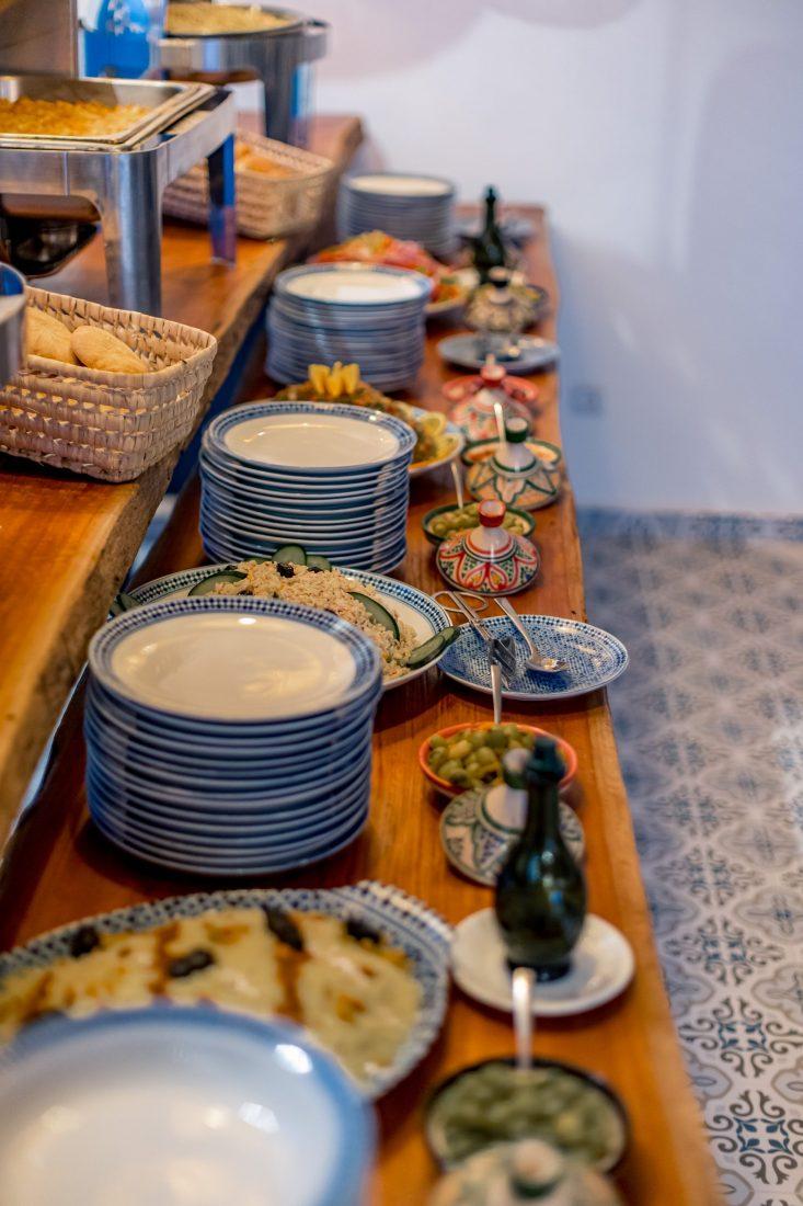 L'attribut alt de cette image est vide, son nom de fichier est restaurant-dakhla-evasion-buffet-salades-marocaines-scaled.jpg.
