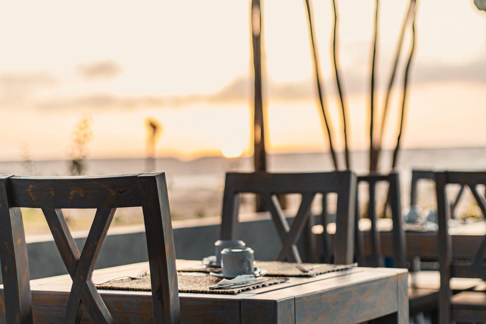 lever de soleil sur la terrasse de Dakhla Evasion pour le petit déjeuner